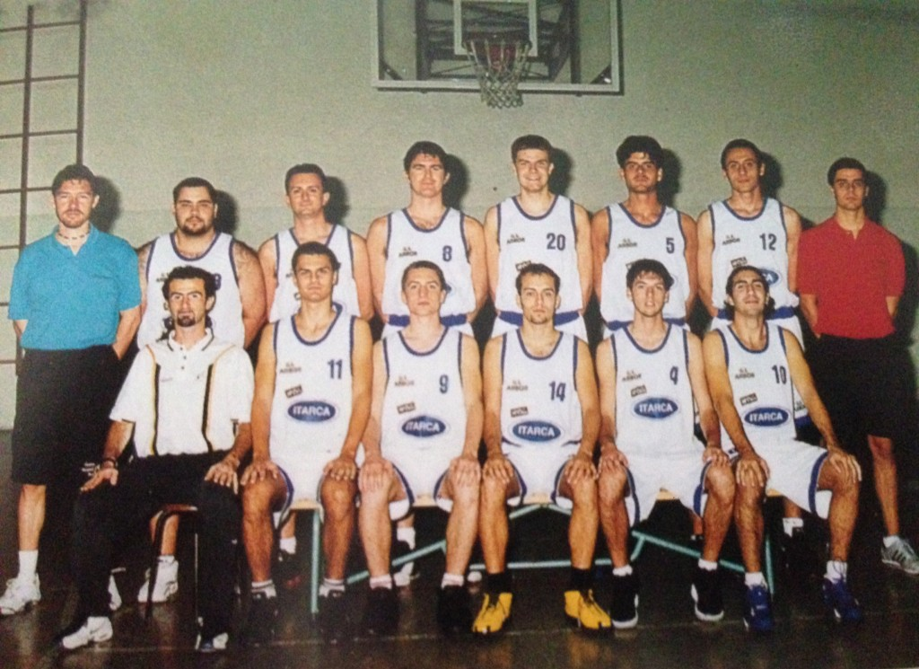 2001/02 – La formazione arborina del 50° anniversario, al via del campionato di serie D sotto la guida del neo-tecnico Andrea Ligabue